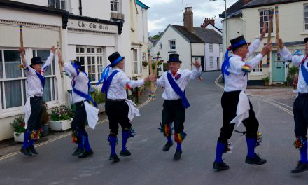 Great Western Morris men entertain Lympstone