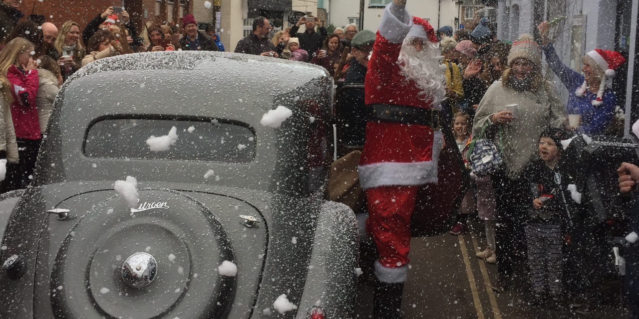 Santa arrives at The Globe in style!